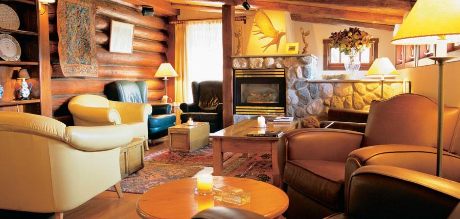 canada_big-3-ski-area_lake-louise_lake_hotel_post_lounge.jpg
